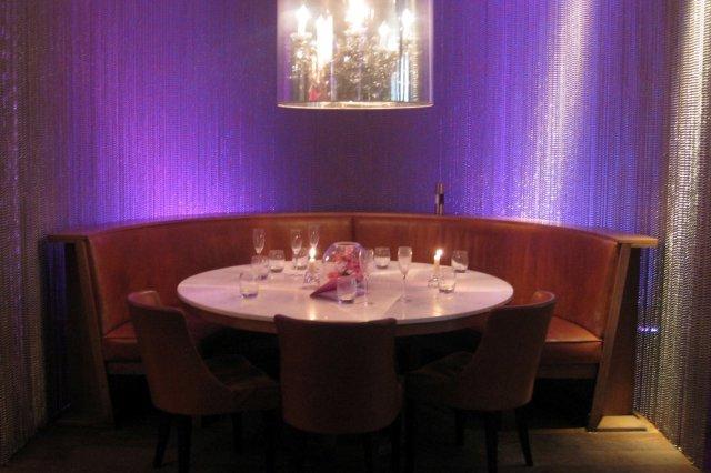 Mesa en uno de los comedores del Restaurante Tigerlily en Edimburgo Edinburgh