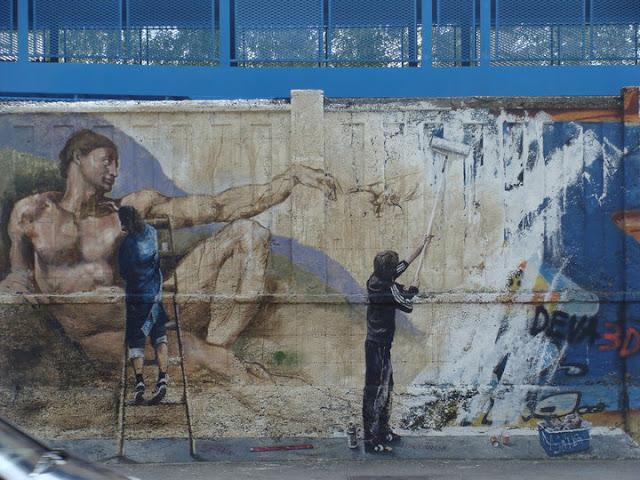Escalera sobre el subte. Arte callejero, street art