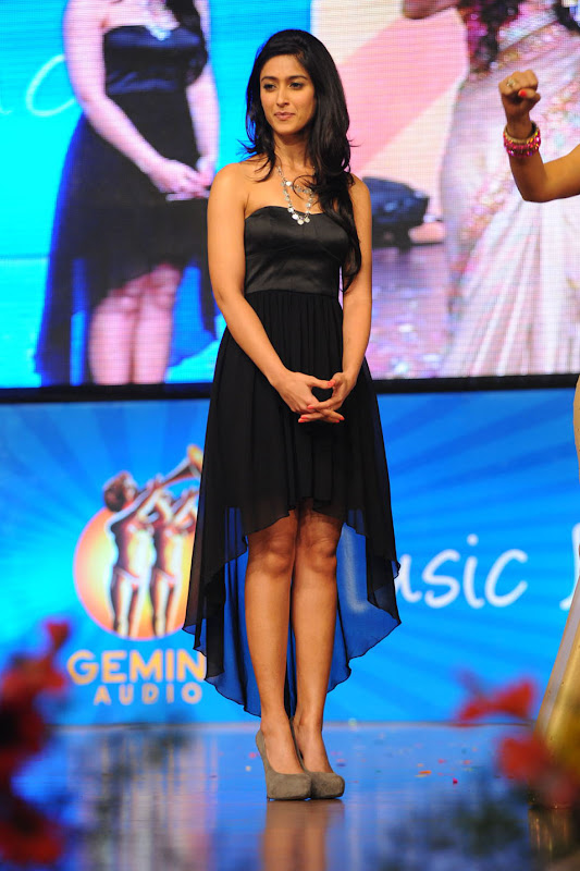 Ileana looking Hot Pictures At The Audio Launch Of Snehithudu Along With Others navel show