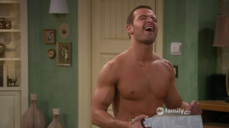 Joey Lawrence Shirtless in Melissa & Joey s2e04