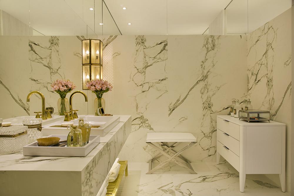 Metais dourados em banheiros e lavabos  veja lindos ambientes com essa tendê -> Cuba Para Banheiro Dourada