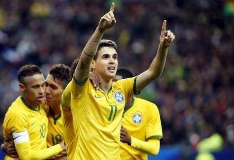 Brasil derrota França no Stade France