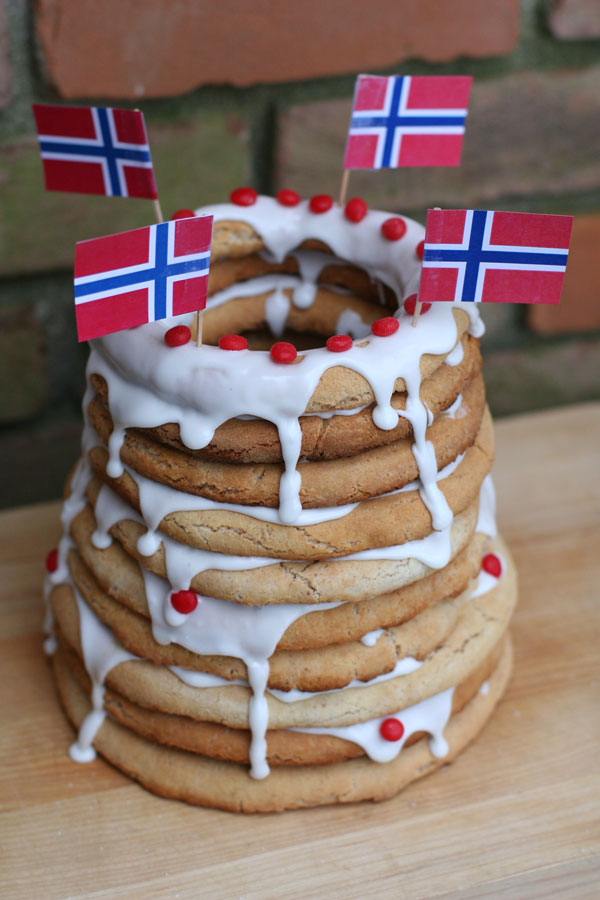 norwegian ring cake kransecacke
