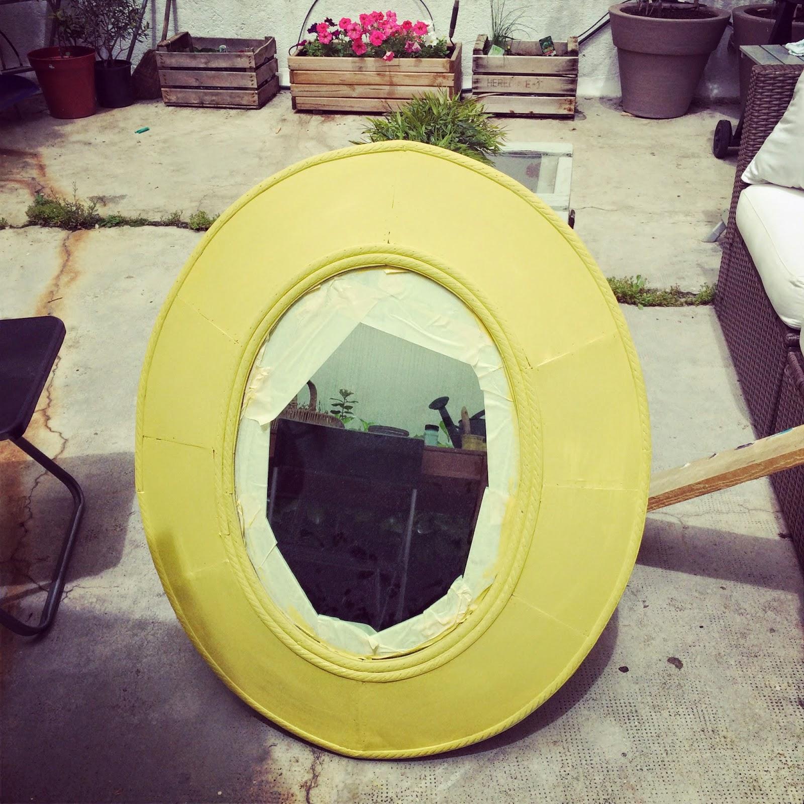 Espejo de madera pintado con chalk paint amarillo