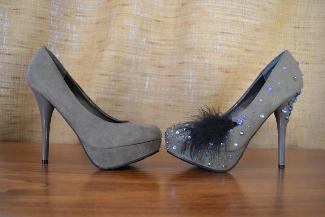 http://3.bp.blogspot.com/-z8SZ4aTwnzc/TrgJbKLj0rI/AAAAAAAAAc4/Mf9UlgasEOo/s1600/diy+shoes.JPG