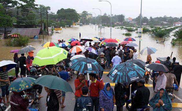 """Banjir di Kelantan bukan fenomena alam biasa tetapi """"dicipta"""" oleh musuh Allah"""