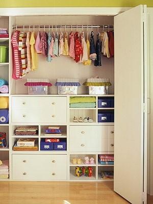 Decoraciones y hogar modernos closets de madera para for Closet para ninos madera