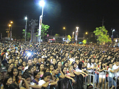 Thousandss of fans flock Harbor Point in Subic for the INa Kapatid Anak OST Launch