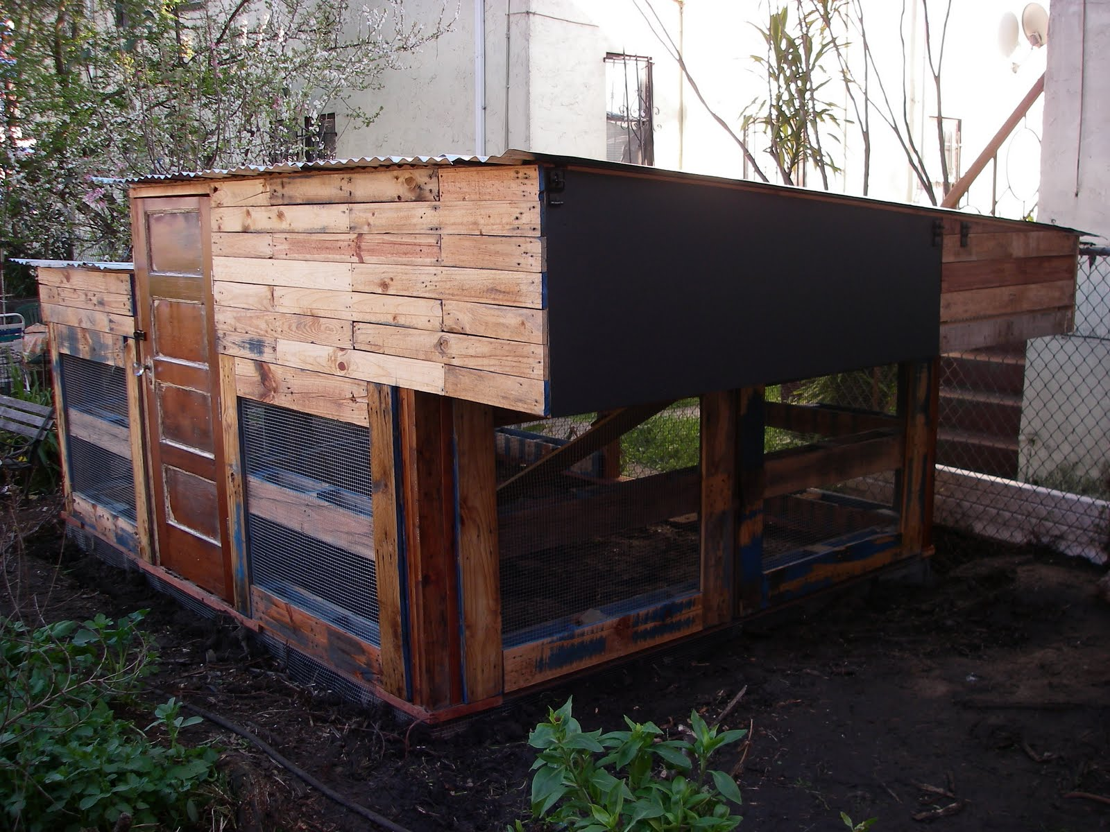 Charity 39 s pallet projects on pinterest duck house for How to build a chicken coop from wooden pallets