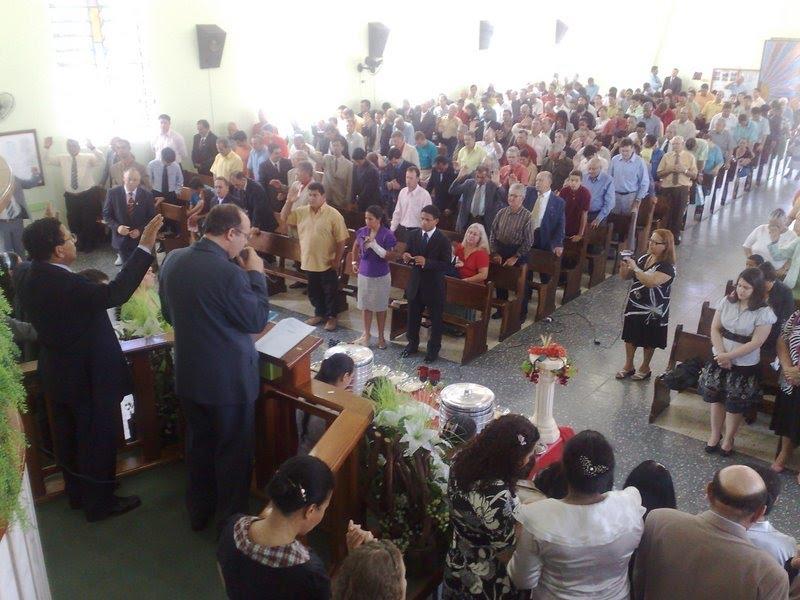 Pr. Alvaro Braun ministrando em um culto de Missões/ Charqueadas-RS