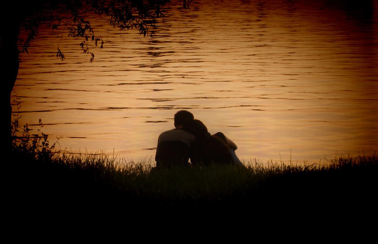 http://3.bp.blogspot.com/-z9kyd4oTdgk/UPbavZftZfI/AAAAAAAAAak/QkpqB2gmlIQ/s1600/in-love-Valentines-day-pictures.jpg