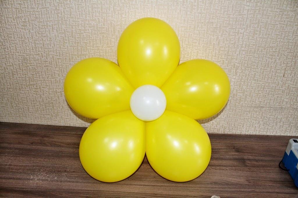 Цветы из шаров на стену своими руками 13