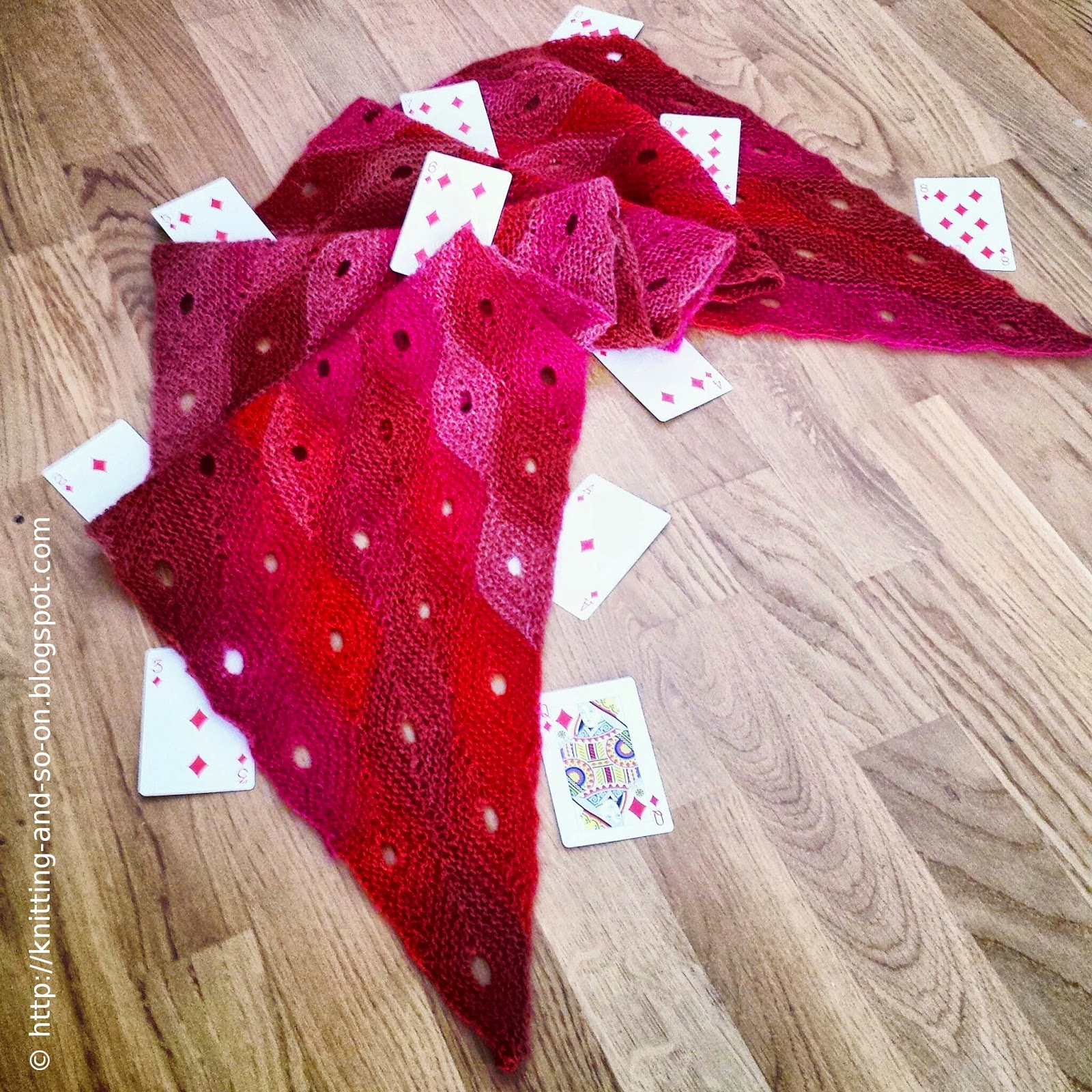 Queen of Diamonds - free scarf knitting pattern