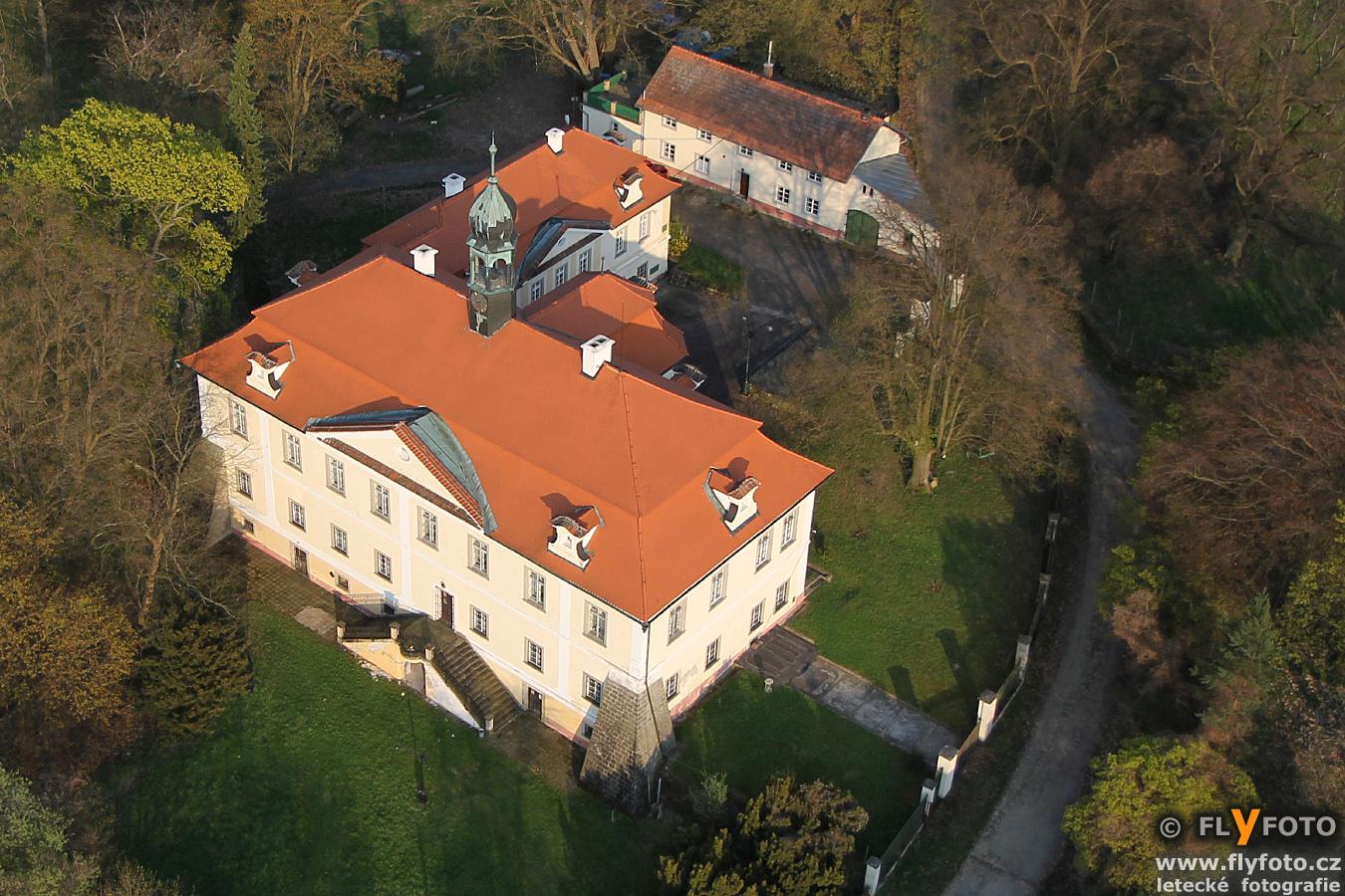 zámek Domousnice