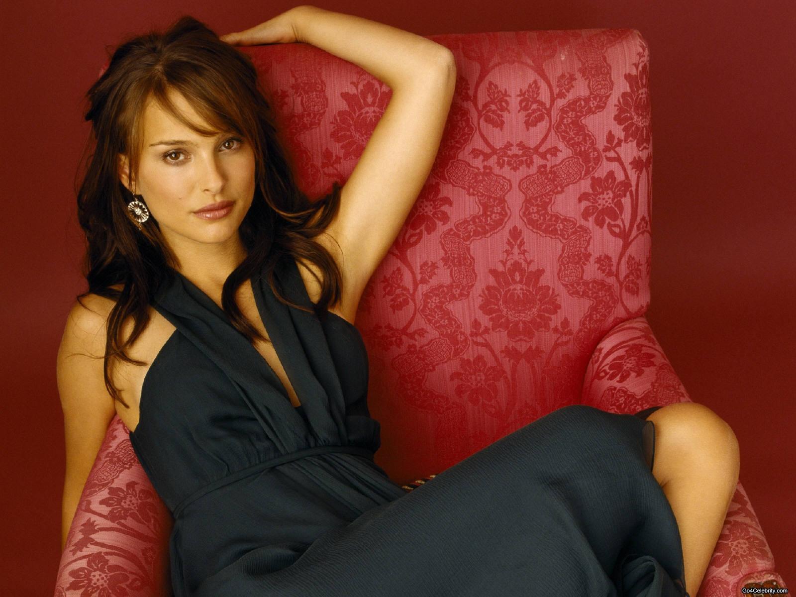 Natalie Portman: Natalie Portman Hot Wallpapers Kiss Tumblr Black And ... Q Dope Coating