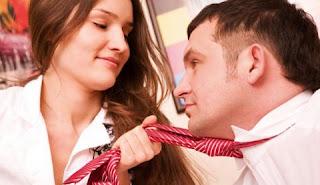 4 Masalah Jika Memiliki Kekasih Satu Kantor