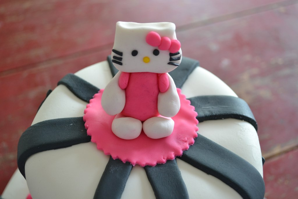 emily 39 s custom bakeshop hello kitty baby shower