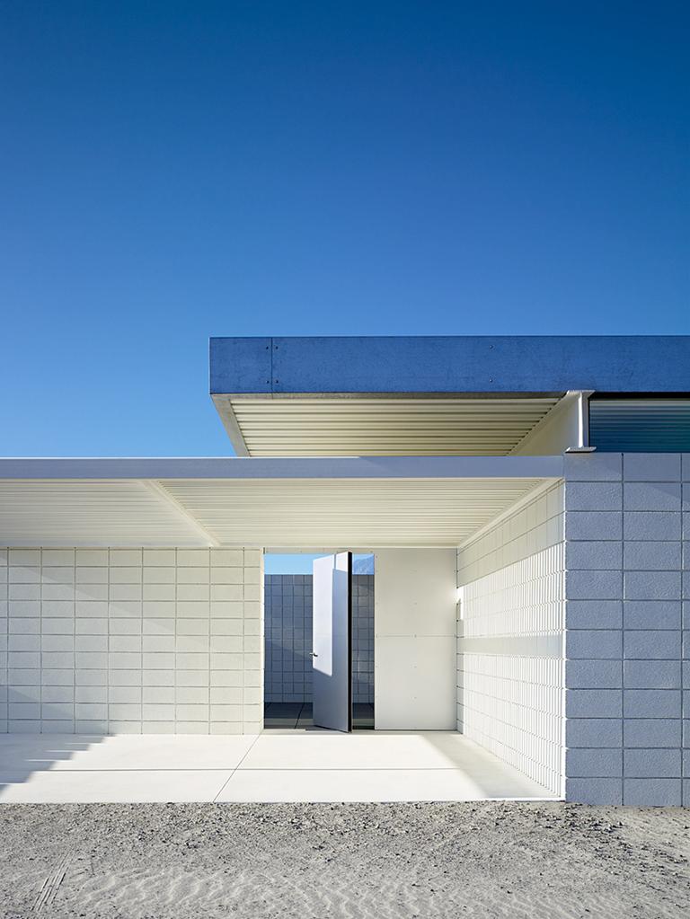 House in the desert modern design by for Modern minimal house