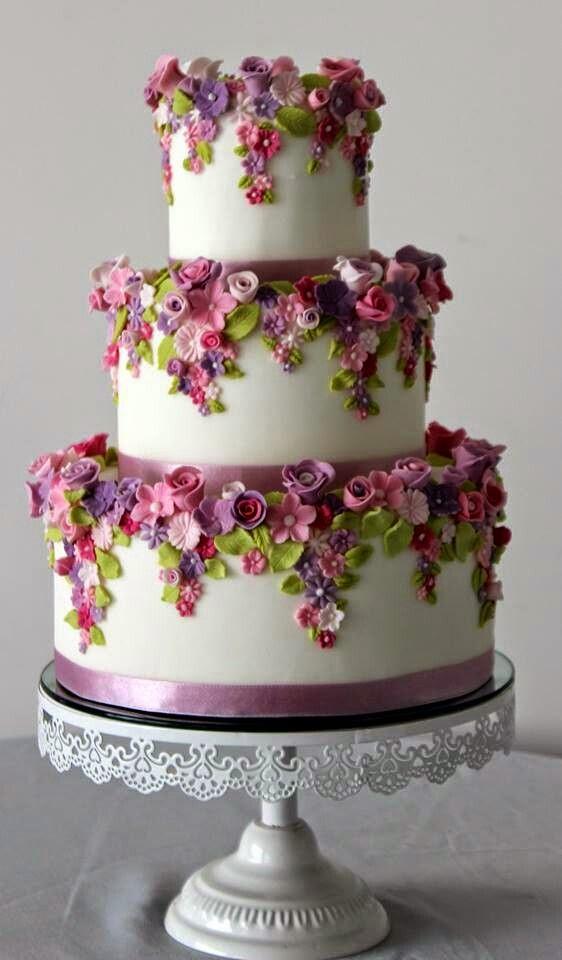 Visions Floral Art And Cake Design : Blog La Pequetita: BOLOS DE FESTAS DECORADOS COM FLORES ...