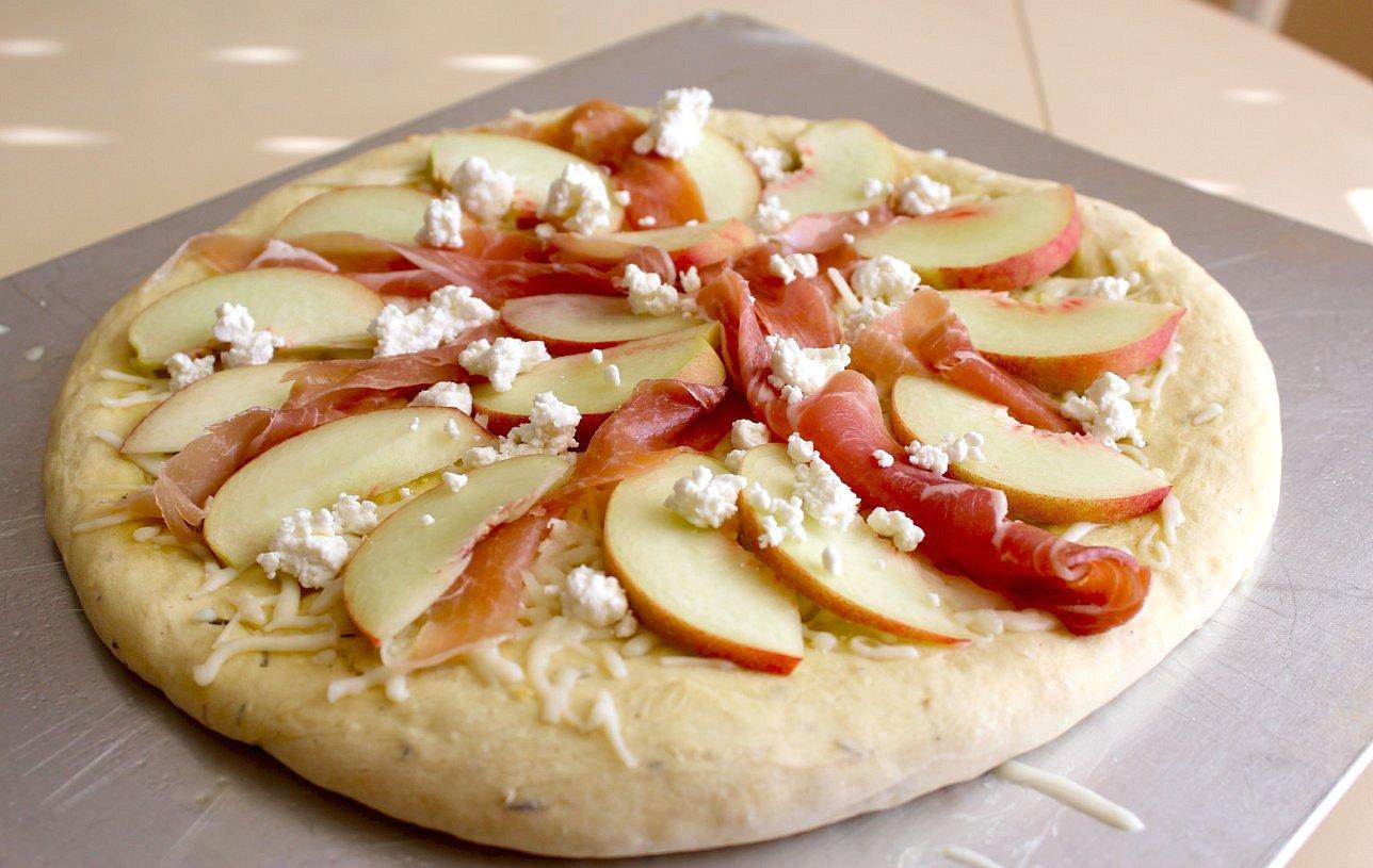 : Pizza Recipes - White Peach, Prosciutto and Goat Cheese Pizza ...