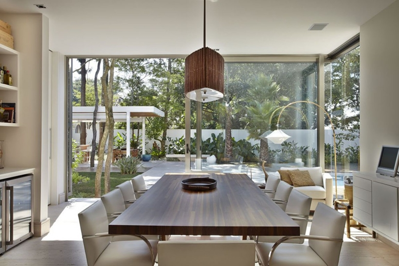DIning room in The Morumbi Residence by Drucker Arquitetura