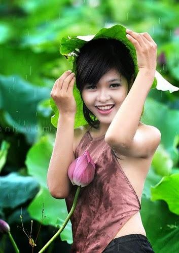 Girl xinh với áo yếm xưa bên hồ sen Phấn 1 6