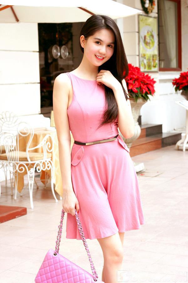 ảnh đẹp Ngọc trinh với đầm hồng vô cùng sexy 5