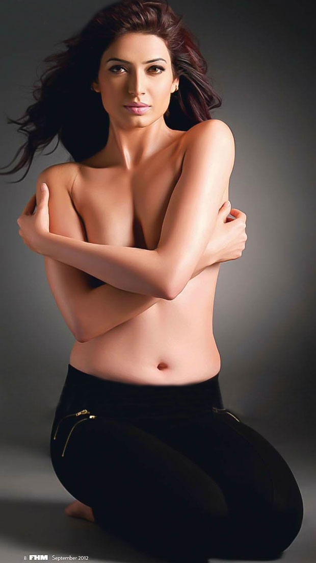 Karishma tanna hot topless photos hot blog photos for Hot images blog