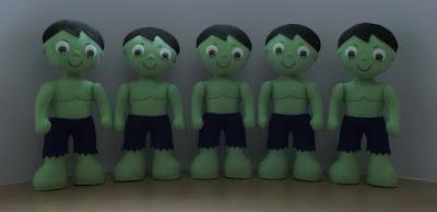 Boneco Hulk em feltro para decoração de festa infantil