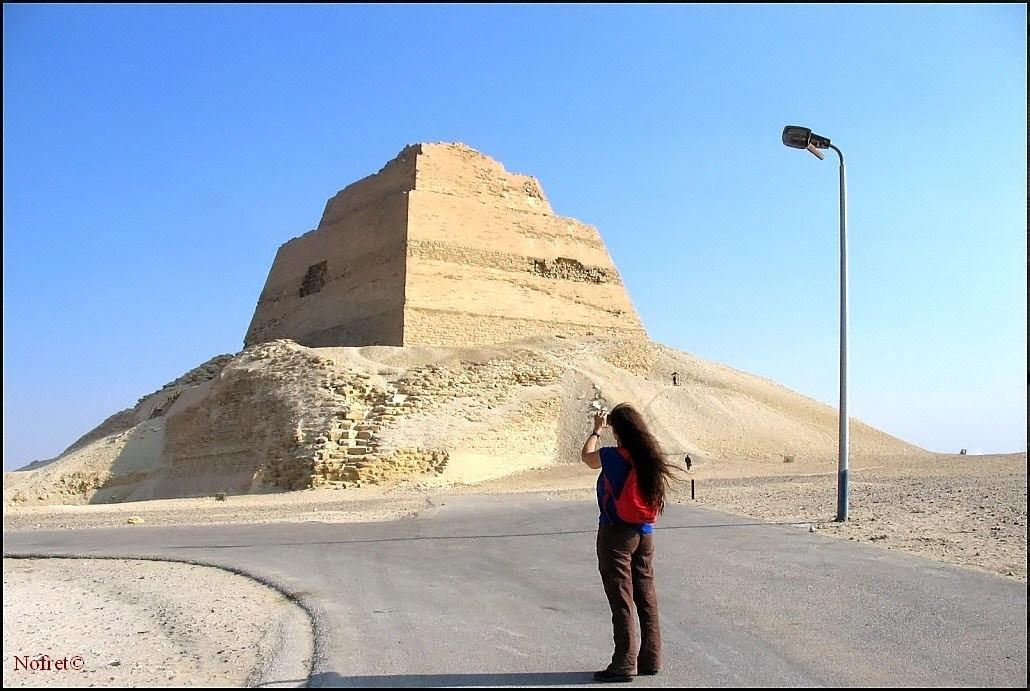 Toon onderwerp de piramide van meidum - Ondergrondse kamer ...
