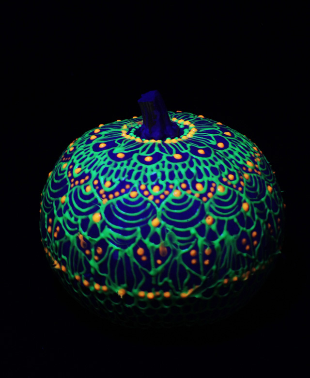 alisaburke glow in the dark pumpkins