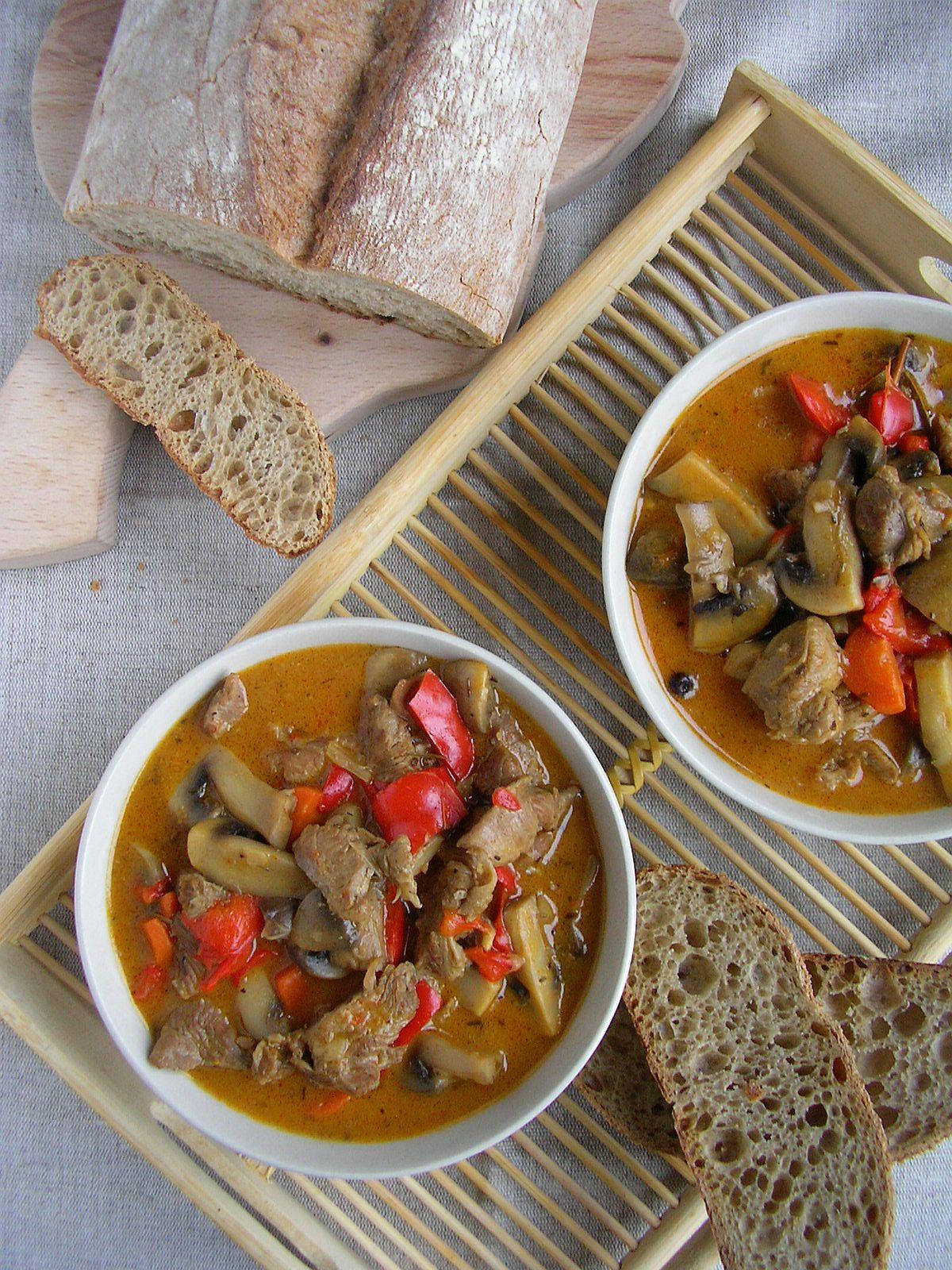 Kuchnia Szeroko Otwarta Gulasz Indyczy Z Warzywami I Pieczarkami