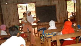Miris, Masih Ada Guru yang Digaji Rp. 150 Ribu
