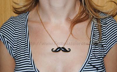 Colgante mustache puesto