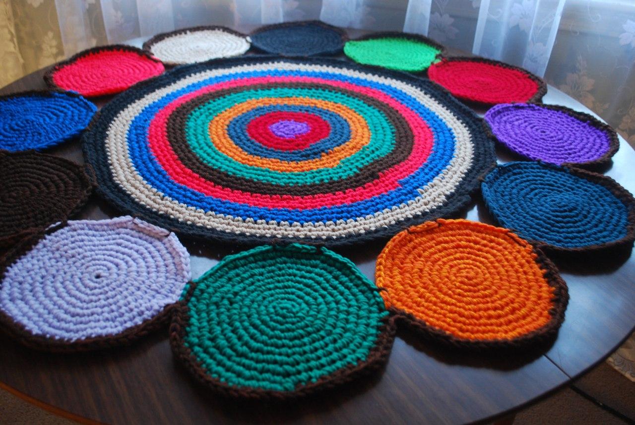 Вязание круглого коврика из старых вещей крючком 31