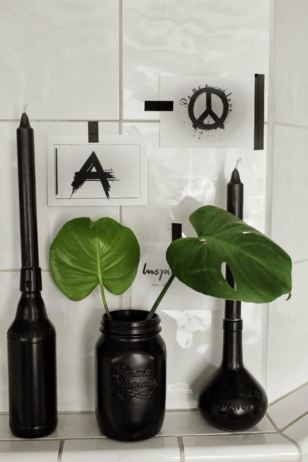 diy svart, diy sprayfärg, måla burkar med färg, spraya flaskor, inredningstips, svart och vitt, artprints, svarta och vita prints, vykort prints, pyssel, kakelugn