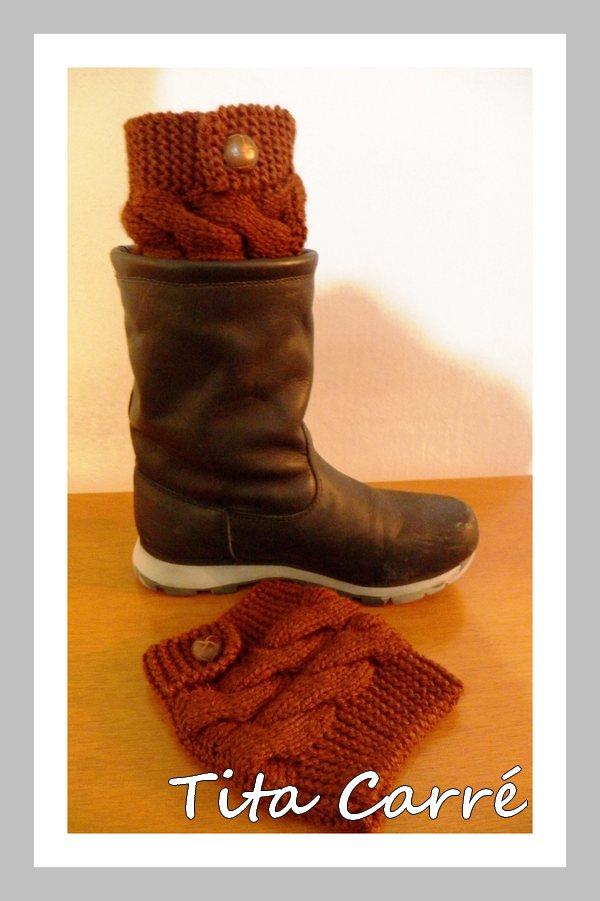 Boots cuffs em ponto de tranças em tricot e abotoadura lateral