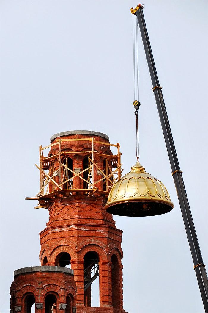 Установка купола на храм в Лысьве