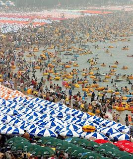 praia chinesa super lotada