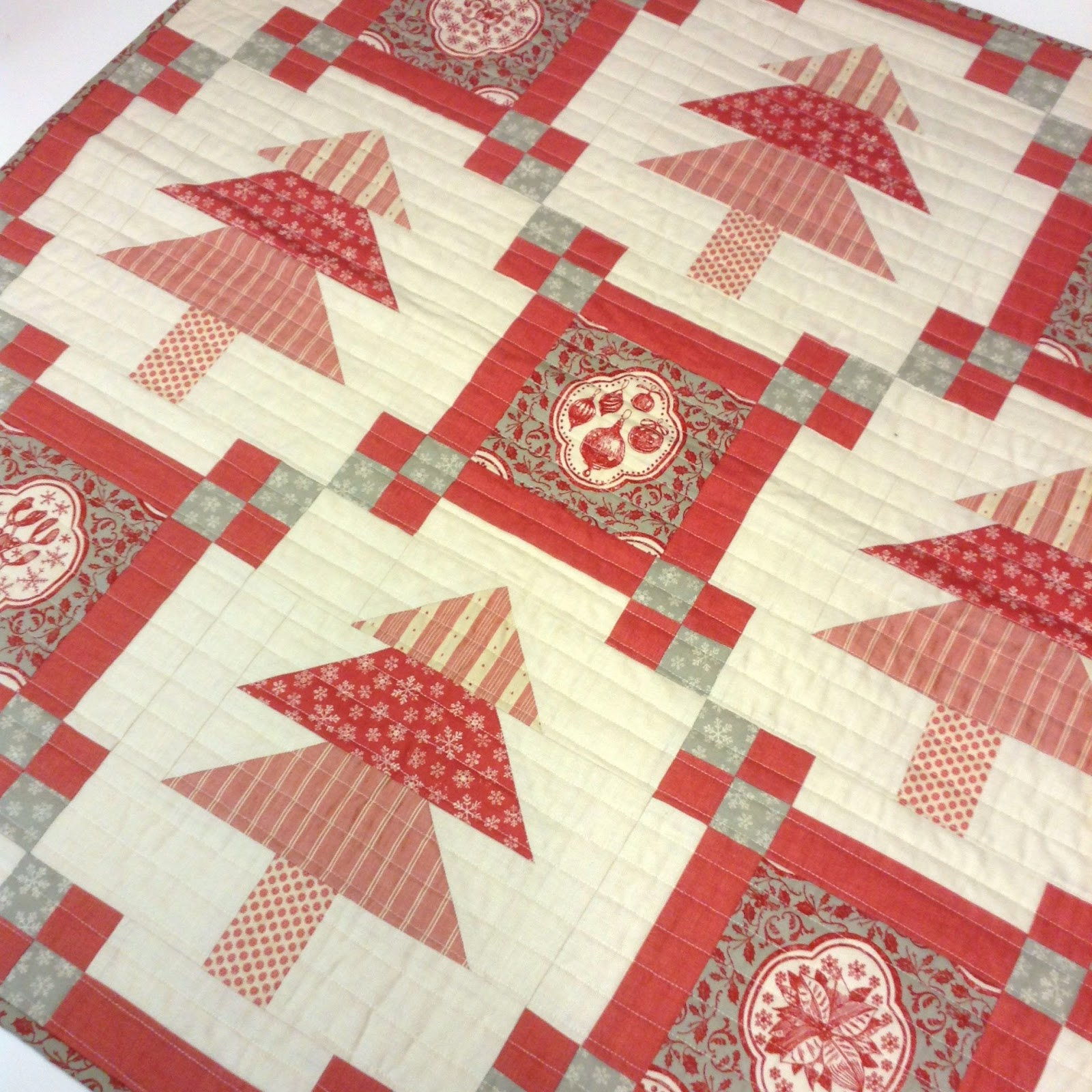 Quilting Patterns For Christmas : A Little Happy Place: Christmas Quilts and A Little Happy Simple Squares Quilt Pattern