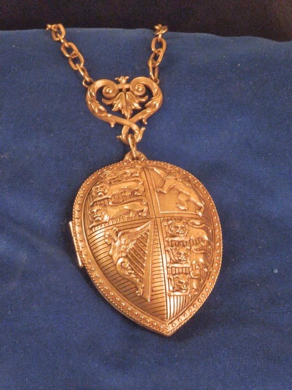 Muppets Most Wanted locket film prop