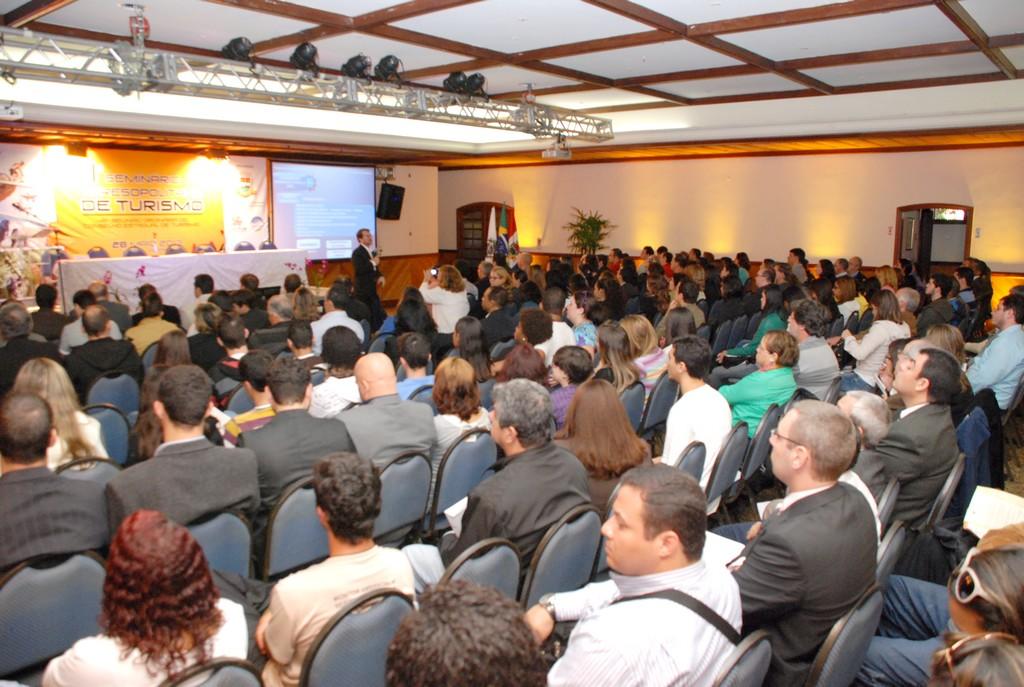 Representantes do trade turístico, autoridades e convidados prestigiam o I Seminário Teresopolitano de Turismo