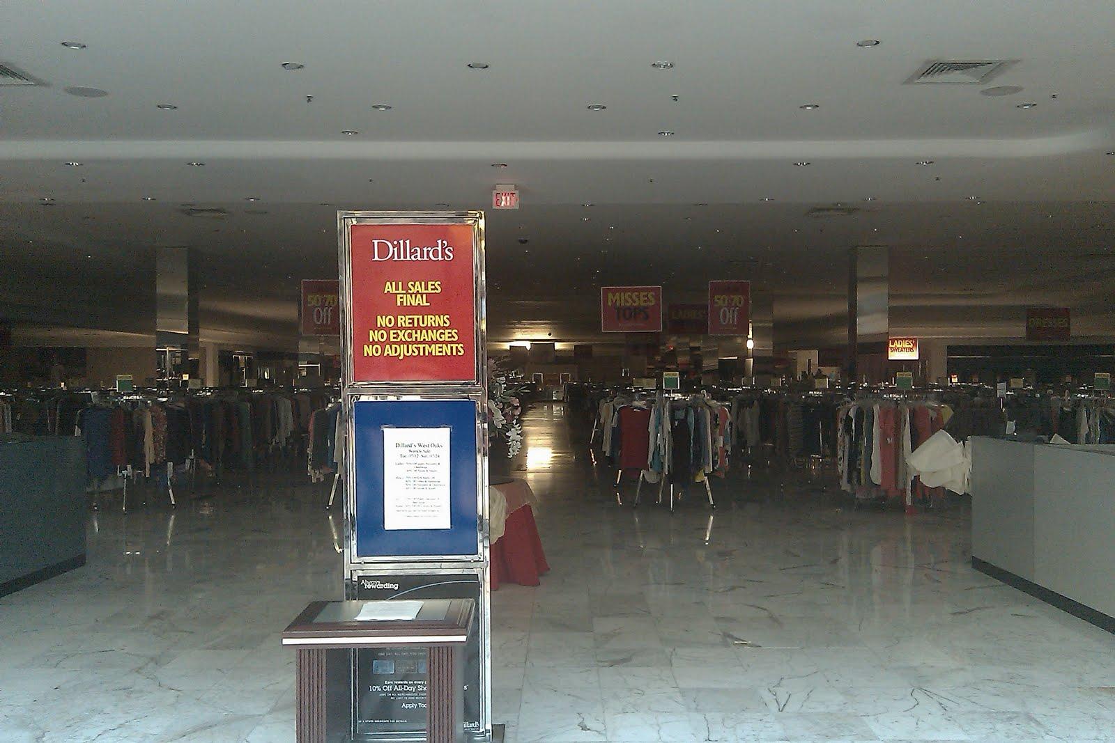 Dillardu0027s Clearance Center After Closing On A Sunday Evening.