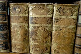 Libros viejo en estantería