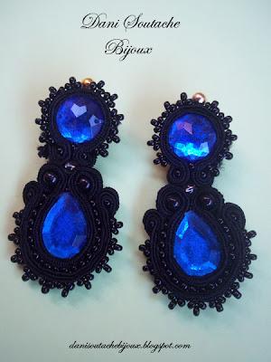 em soutache preto com pedras azuis