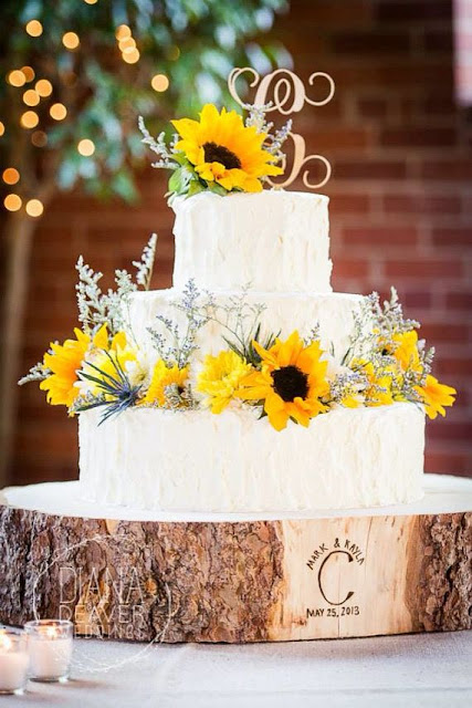 Rustic wedding cakes with wood base