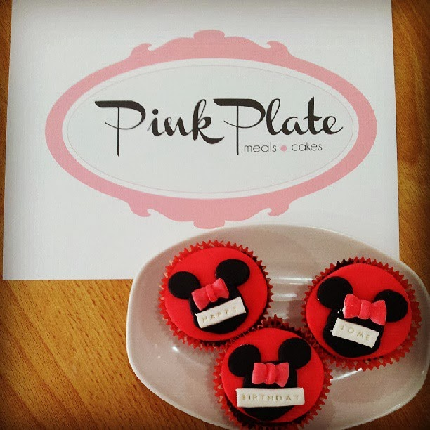 fondant Minnie Mouse cupcake toppers