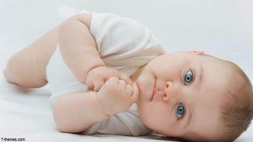 Photo bébé mignon avec beaux yeux