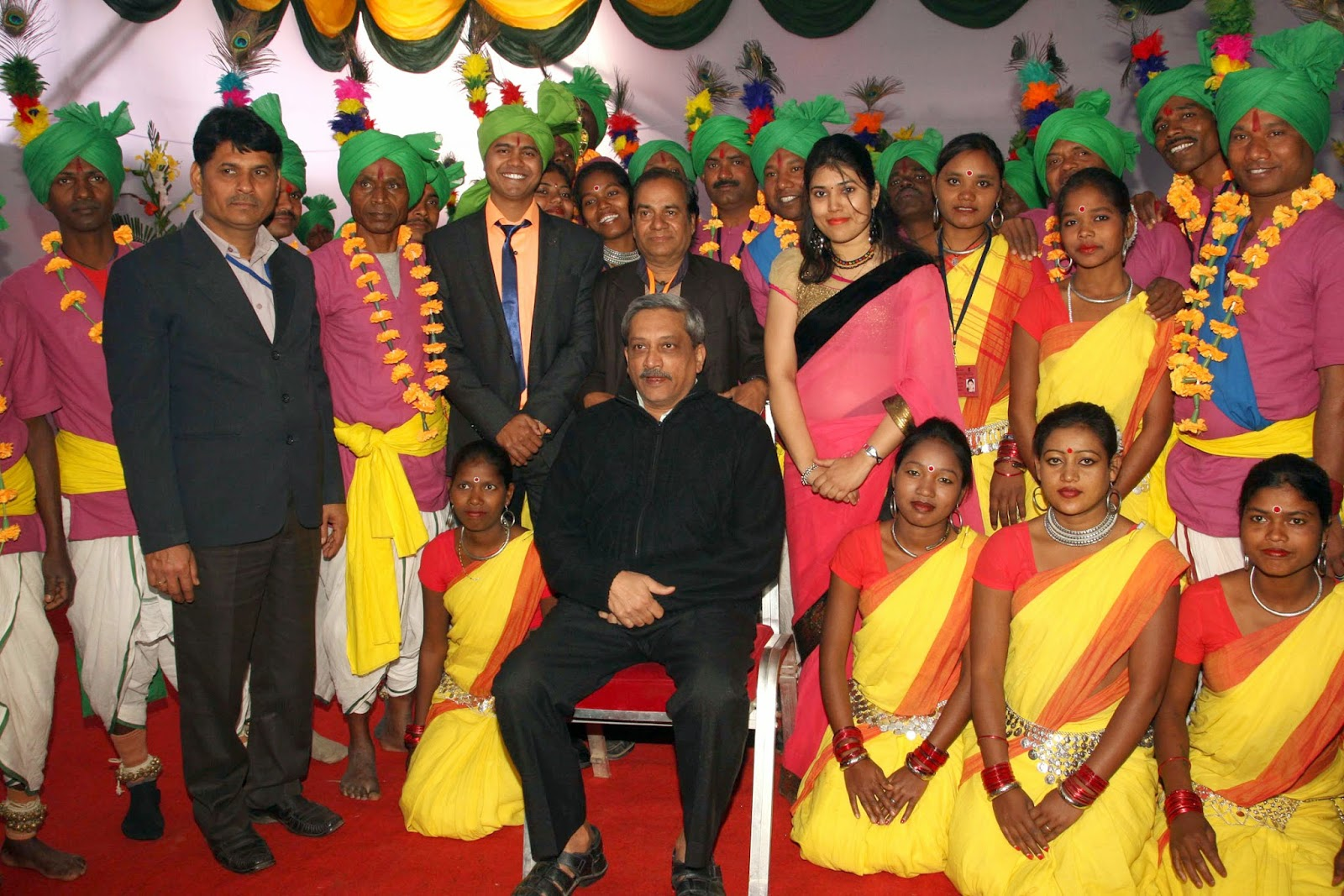 Manohar Parrikar with the tableaux  artistes
