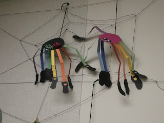 Construction paper spiders